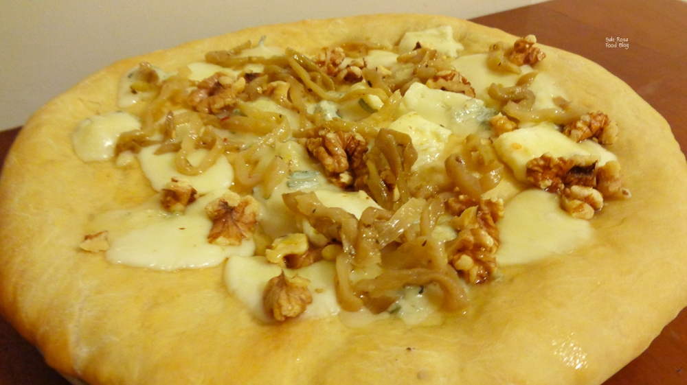 Pizza bianca gorgonzola noci miele e melanzana