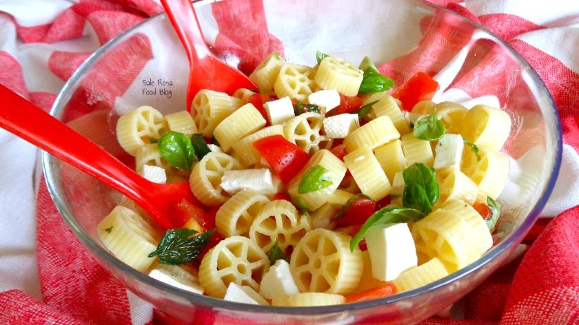 Insalata di pasta tricolore