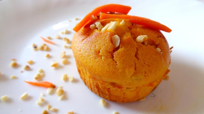 Muffin senza lattosio alle carote e granella di nocciole