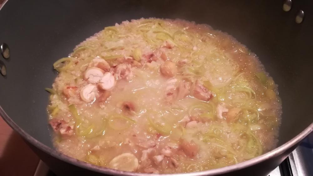 Preparazione risotto di porro castagne e rosmarino