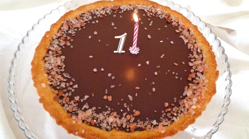 Crostata con farina di mandorle cioccolato e sale rosa