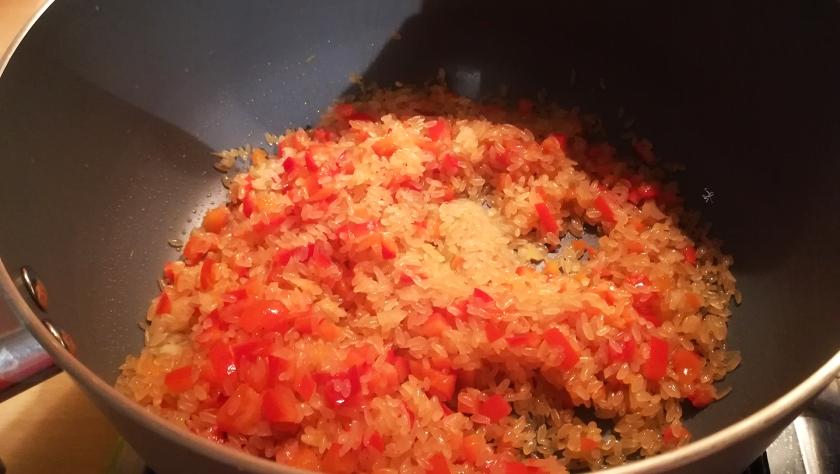 Preparazione risotto curry e peperone