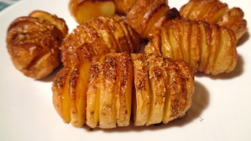 Patate a molla con olio, sale, paprika forte e parmigiano