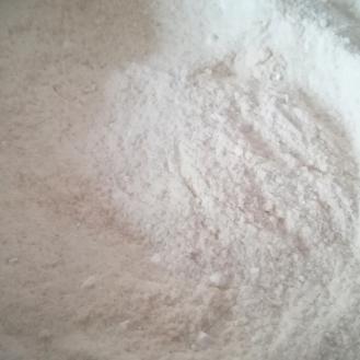 Farina, zucchero e lievito setacciati e mescolati