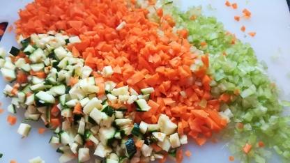 Preparazione verdure per il riso