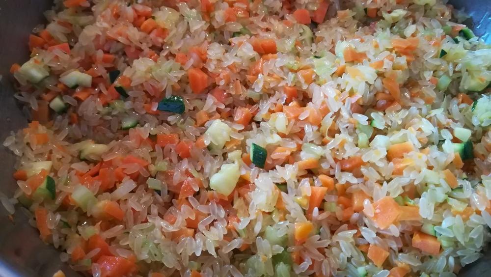 Preparazione riso con le verdure