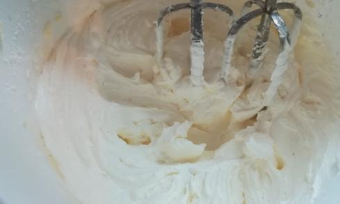 Preparazione base burro e zucchero a velo per la torta paradiso