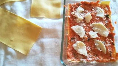 Preparazione lasagne ai peperoni