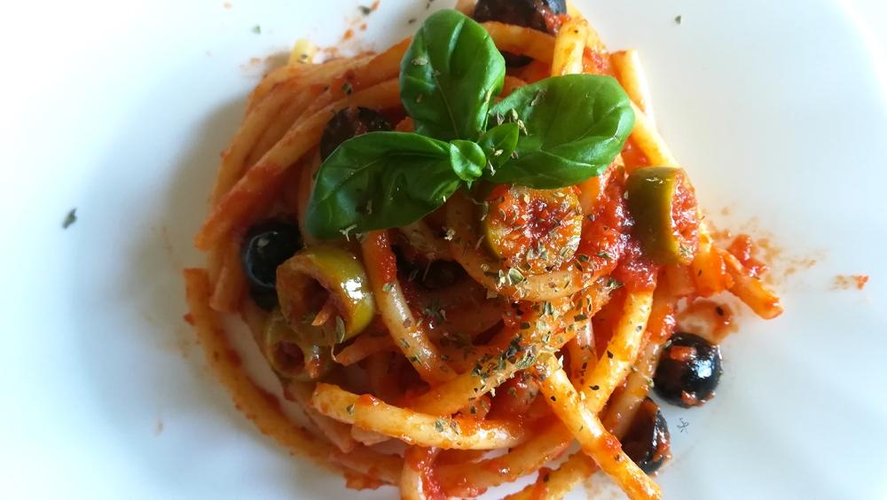 Maccheroncelli con sugo alle olive