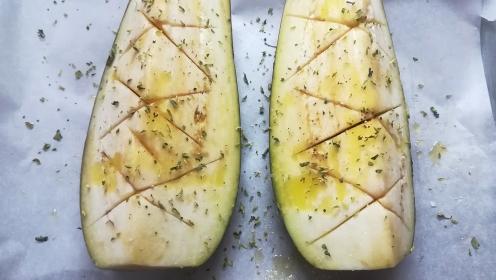 Preparazione melanzane da cuocere al forno