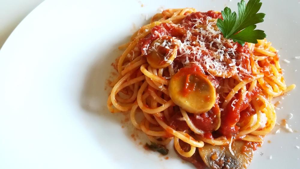Spaghetti con sugo ai funghi prataioli