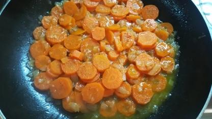 Preparazione crema di carote e scalogno