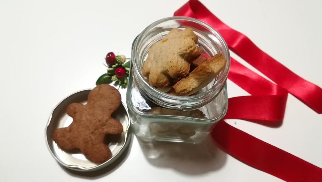Biscotti alla cannella, cacao e arancia con la frolla montata