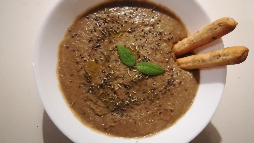 Crema di lenticchie al profumo di alloro, salvia, rosmarino e semi di chia