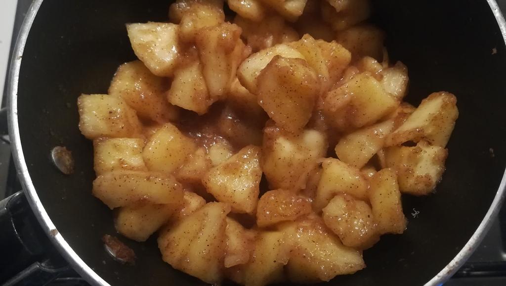 Purea di mele e zucchero