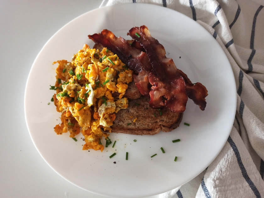 Scrumbled eggs and bacon